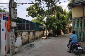 Bán đất ngõ Đại Cát, phường Liên Mạc, tô tô vào nhà, DT 100m2, giá 22 triệu/m2, LH: 0988.37.44.98