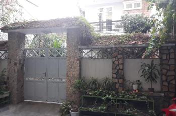 Bán nhà trung tâm phố gần biển Nha Trang. DT 123,5 m2 có sân vườn
