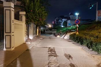 Cho thuê nhà 130m2 xây 5 tầng, mặt phố Âu Cơ, gần ngã ba Xuân Diệu, Tây Hồ, Hà Nội