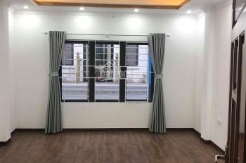 Chính chủ cần bán nhà mới xây cách mặt phố Nguyễn Văn Cừ 10m, 36m2 x 5 tầng, giá 3.2 tỷ