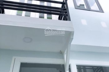 Cần tiền bán gấp căn nhà 1 trệt 1 lầu SD 36m2, 820tr, SHR, Nguyễn Văn Quá, Đông Hưng Thuận, Q12