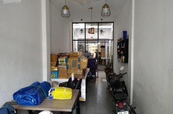 Cho thuê nhà ngay ngã tư Phú Nhuận thích hợp đẻ kinh doanh và làm văn phòng, 72m2. 0765777785