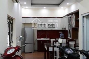 Cần bán nhà phố Nguyên Hồng DT 30m2, giá 2.95 tỷ