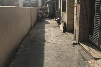 Hàng hót bán đất DT 32m2, giá 2,3 tỷ, MT 3,2m ngõ 2m, vài bước chân ra đường Nguyễn Văn Cừ