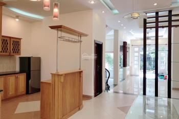 Cho thuê villa 7x20m, gara sân vườn 4PN full NT giá chỉ 30tr, LH 0985052738