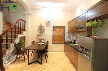 Cho thuê nhà đẹp phong cách hiện đại nhiều ánh sáng quận Ba Đình