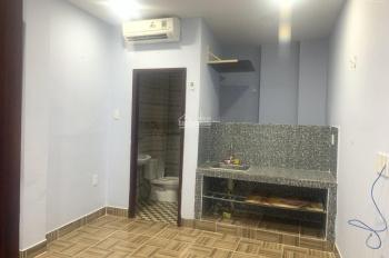 Phòng trọ Bình Thạnh gần chợ Bà Chiểu, giá 3tr8 20m2 có máy lạnh, thang máy, giờ giấc tự do