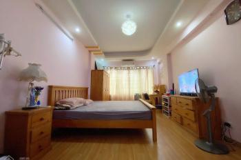 Chính chủ cần bán nhà phân lô 152 Nguyễn Đình Hoàn. SĐCC, vị trí thuận tiện, không qua môi giới