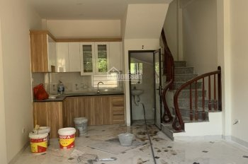 Bán nhà 3 tầng 32m2 La Phù, gần UBND, trường học cấp 1 cấp 2, giá 1 tỷ 45, LH 0968159901