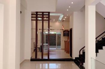 Villa 7x20m, gara, sân vườn, 4PN full NT, giá 30tr, LH 0985.05.27.38