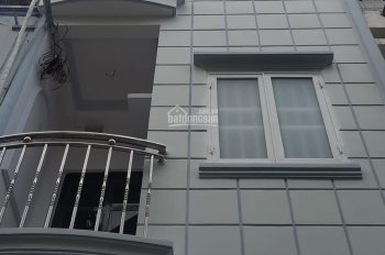 Nhà 3m6 x 6m5 Quận 4, hẻm Hoàng Diệu, dân cư đông đúc