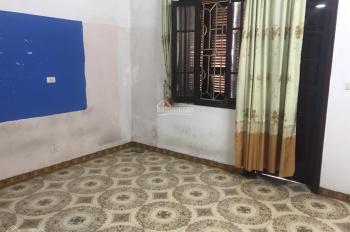 Cho thuê nhà mặt phố Nguyễn Văn Cừ, XD 70m2x4 tầng 24 triệu/tháng