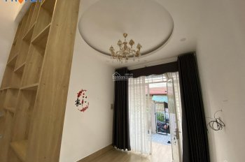 Cho thuê nguyên căn hẻm Hồ Bá Phấn, 3x15m, 1 trệt 1 lầu, 3PN, full nội thất, LH 0902787844
