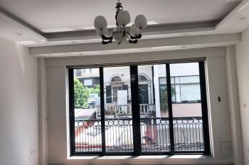 Cần bán căn nhà 31m2 x 5 tầng xây đẹp mới tại Ngọc Thụy, ô tô đỗ cửa, ngõ thông, 03.666789.03