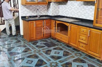 Cho thuê nhà riêng cực đẹp để ở, làm văn phòng mặt phố Xuân La, giá thuê 10 tr/th. LH 0966860461