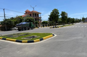 Mặt tiền Trần Hưng Đạo, một bên hông công viên Fidel, vị trí kinh doanh sầm uất
