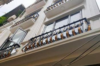 Bán nhà Bà Triệu- Hà Trì, nhà ngay gần trường cấp 3 Lê Lợi, ô tô đỗ cách nhà 15m, có sân rộng để xe