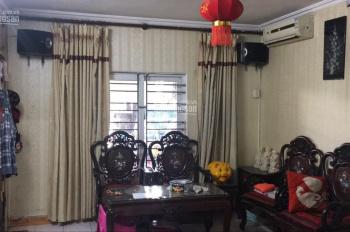 Chính chủ bán gấp căn hộ tập thể E6 Quỳnh Mai, 0979069983