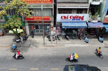 Cho thuê nhà 3 tầng mặt tiền Hùng Vương đối diện Big C, nhà đã sơn vôi lại toàn bộ. Giá 20 tr/tháng