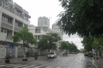 Cần bán căn hộ CT3, KĐT Văn Khê, DT 112m2, có nội thất rất đẹp, 3 PN, giá: 1.72 tỷ