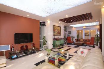 Bán biệt thự khu đô thị Sài Đồng, 180m2, đủ nội thất, có gara, sân vườn, 15 tỷ, liên hệ: 0977741977