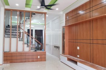 Cho thuê nhà phố Trần Bình, Phường Mai Dịch, DT 100m2 tầng 1, 2 thông sàn, MT 5.7m LH 0969488683