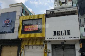 Chính chủ bán nhà mặt tiền Lê Văn Sỹ, ngang 4m2, dài 19m, nhà qua cây xăng Q3 một đoạn