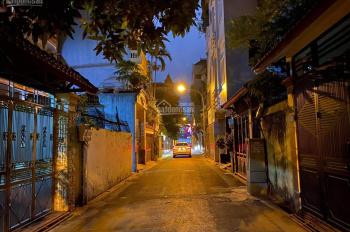 Hơn 2 tỷ bán nhà phố Lê Trọng Tấn, phường Khương Mai DT 30m2, 5 tầng cách phố 40m. LH 0986370771