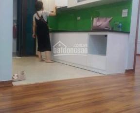 Cho thuê căn hộ nhà 2PN, 2WC căn góc nhà đẹp gần đủ đồ giá 7tr/th KĐT Việt Hưng. ĐT 0966328455