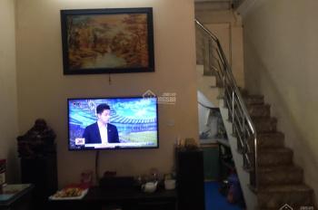 Chính chủ cần bán nhà 3 tầng tại phố Lê Gia Định, DT: 30m2, sổ đỏ chính chủ, LH: 0914924888