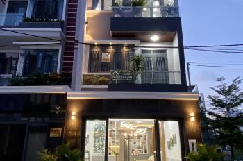 Bán nhà mặt phố đường Huỳnh Tấn Phát, full nội thất cao cấp, mặt tiền rộng, kiến trúc Châu Âu