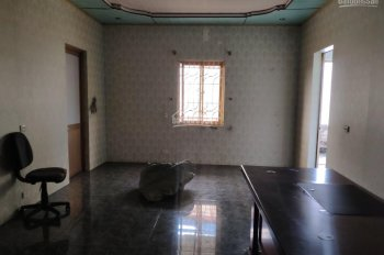 Chính chủ cho thuê nhà tầng 2, số 2/748 Nguyễn Văn Linh, ô tô đỗ cửa, 2PN, 3WC