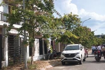 Cần bán nhà đất ngõ đường Nguyễn Huy Oánh, đã có nhà 3 tầng, giá sốc. LH: 0912.338.456