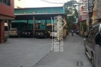 Cho thuê toà nhà gồm 01 căn hộ và 04 sàn làm VP hoặc nhà trẻ gần chợ Việt Hưng