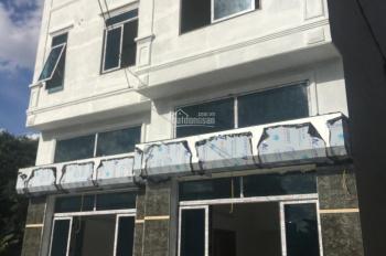 Bán nhà 3 tầng ở Đồng Mai DT 42m2 ô tô đỗ trước cửa, gần chợ Đồng Mai giá 1.45 tỷ. Lh 0983.633.489