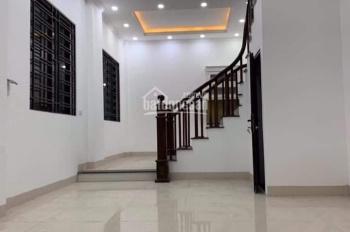 Nhà phố Nguyễn Sơn: 5 tầng xây mới - 40.2m2, hướng Đông Nam, giá chỉ 4 tỷ, ô tô tránh nhau sát nhà