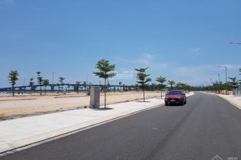 Cần tiền bán gấp 2 lô liền kề ven biển, đường 20m, có thể xây khách sạn, villa. LH: 0901141947