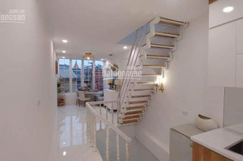 Bán nhà tại Âu Cơ, Tây Hồ, 5 tầng, giá chỉ 2,8 tỷ. LH: 0902491467