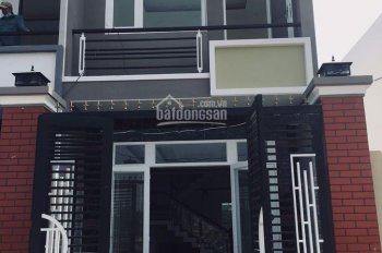 Cần tiền bán gấp căn nhà gần chợ Bình Chánh, diện tích 120m2, giá 950tr, SHR, L/h:0933076389