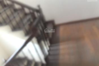 Cho thuê nhà ở trong ngõ Hoàng Quốc Việt Cầu Giấy 30m2, 3.5 tầng 3PN 3WC, NT cơ bản. LH 0364704320