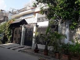 Bán nhà mặt phố Lạc Long Quân cạnh 2 con rồng, 190m2 x 2 tầng, mặt tiền 11m, kinh doanh sầm uất