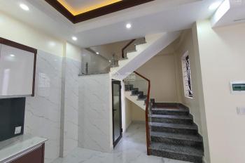 Nhà 4 tầng đường Vũ Chí Thắng, có sân cổng riêng, ngõ 4,5m, ô tô đỗ cửa