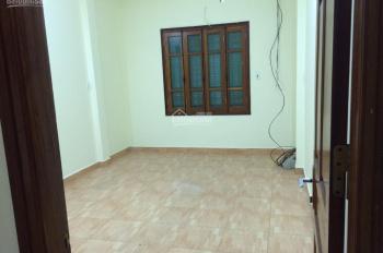 Cho thuê nhà ngõ 31 Nguyễn Chí Thanh, diện tích 50m2 x 4 tầng, ngõ ô tô đỗ cửa, giá 15 tr/tháng
