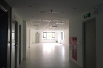 Cho thuê nhà lô góc mặt phố Đội Cấn, DT 275m2 x 2 tầng, MT 10m, giá 80 triệu/tháng. LH 0974739378