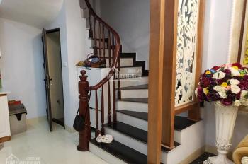 Nhà đẹp 5 tầng 33m2, tặng toàn bộ nội thất nhập khẩu 300tr, ngõ rộng ba gác đua. LH: 0868930188