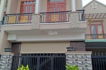 Bán nhà gấp 1 lầu 1 trệt sổ hồng riêng thổ cư 100% sân ô tô, nội thất, ngã 4 Bình Chuẩn Thuận An