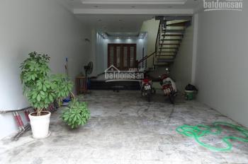 Cho thuê nhà riêng 80m2 x 4 tầng, ô tô vào nhà ở Âu Cơ, quận Tây Hồ, HÀ Nội