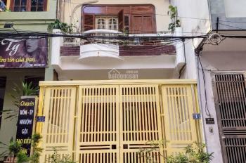 Gia đình bán nhà mặt đất phố Nghĩa Đô, sổ đỏ chính chủ miễn trung gian
