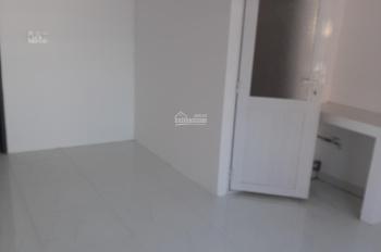 Phòng mới xây trệt, WC riêng biệt tự do, cửa sổ thoáng, 261/40 Chu Văn An