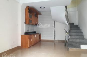 Cho thuê nhà 3 tầng 1 tum DT 35m2 phố Đông Thiên, Hoàng Mai. LH: 0979300719